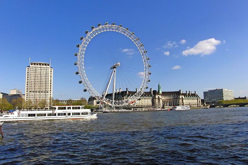 Auf einer Fahrt mit dem London Eye können Sie die gesamte innenstadt aus der Vogelperspektive sehen! (© waldiwkl - Pixabay)