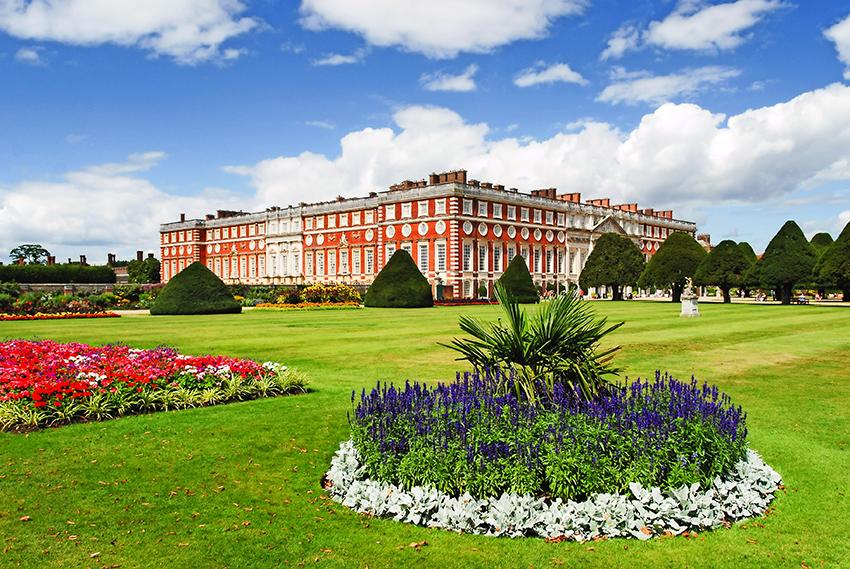 Hampton Court Palace (© Kirill Ts - Shutterstock.com)