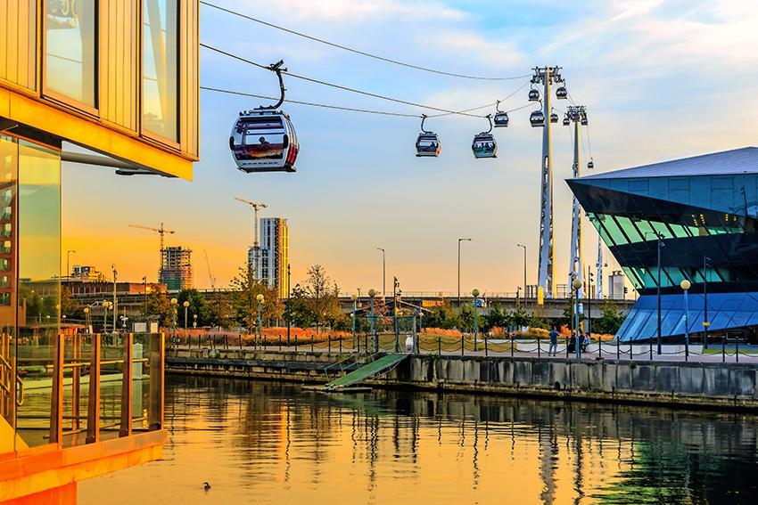 Die Thames Cable Car am Royal Victoria Dock  - Wer kein Problem mit Höhe hat, kann hier einen einmaligen Ausblick genießen! (© I Wei Huang - Shutterstock.com)